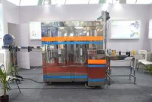 Pet Bottle Rinsing Filling Capping Machine (Capacity: 1400 - 1800 Bottles/hr)